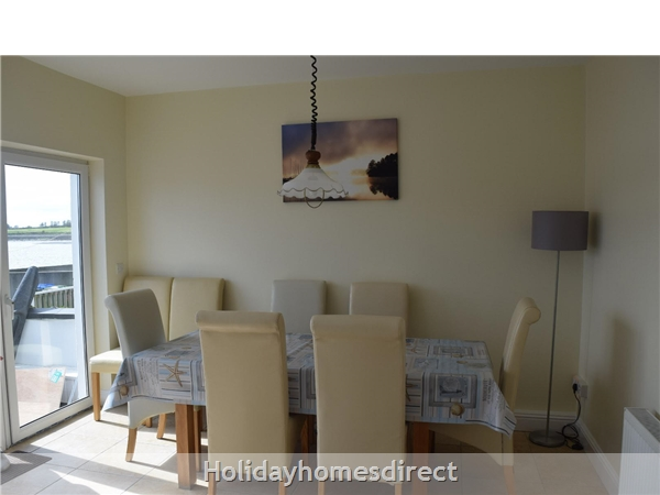 Beautiful Home Dingle,  Overlooking Dingle Bay: Image 3