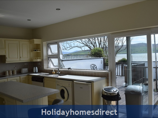 Beautiful Home Dingle,  Overlooking Dingle Bay: Image 2