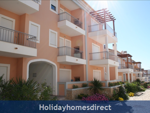 Lovely 2 Bedroom Apartment Aqua Brisa With Swimming Pool, Near Olhos D'agua Beach: Image 9
