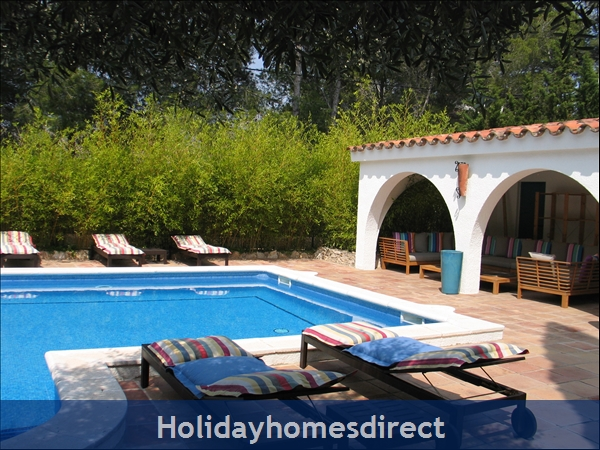 Charming Provencal Looking Villa With Inside Patio, Large Private Pool, 4 Bedrooms, 10 Guests.  Only 5 Minutes From The Beach.: Image 7