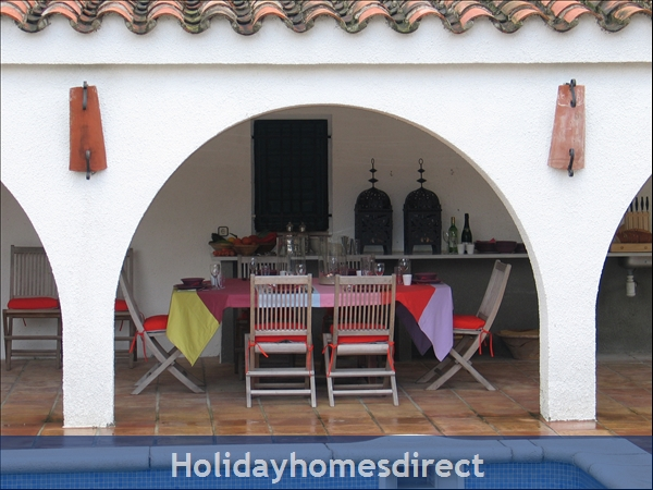 Charming Provencal Looking Villa With Inside Patio, Large Private Pool, 4 Bedrooms, 10 Guests.  Only 5 Minutes From The Beach.: Image 4