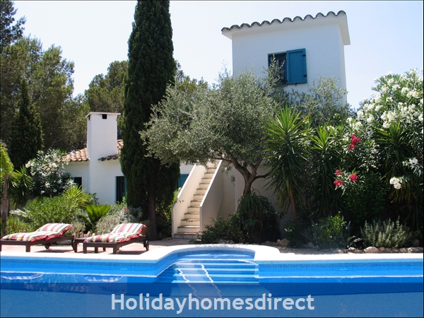 Charming Provencal Looking Villa With Inside Patio, Large Private Pool, 4 Bedrooms, 10 Guests.  Only 5 Minutes From The Beach.: Image 6