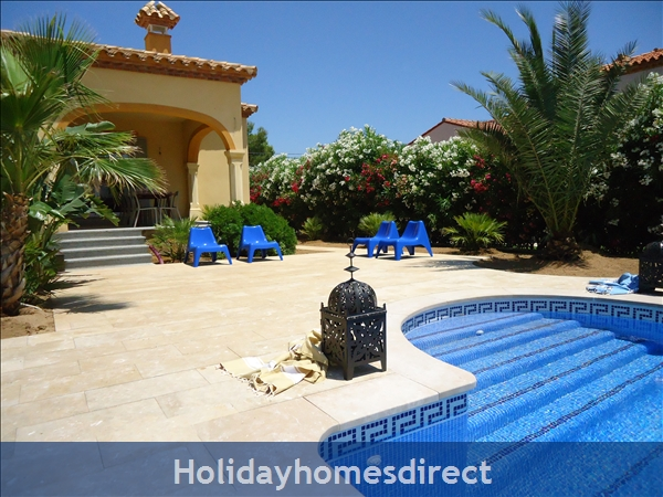 Beautiful Mediterranean Villa, Large Private Pool, 4 Bedrooms And 2 Bathrooms, 9p. Atmospheric Tropical Private Garden. Only 5 Minutes From The Beach.: Image 8