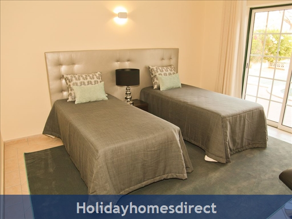 Four Bedroom Villa Close To The Beach (3158): Image 8
