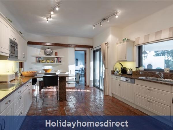 Superb 6 Bedroom Villa At Quinta Do Lago (2261): Image 9