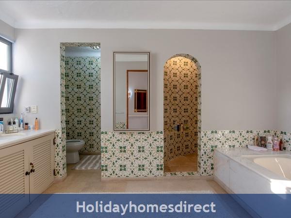 Superb 6 Bedroom Villa At Quinta Do Lago (2261): Image 4