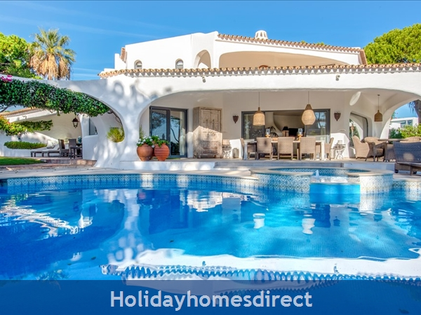 Superb 6 bedroom villa at Quinta Do Lago (2261)
