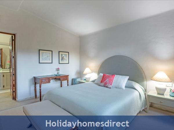 Superb 6 Bedroom Villa At Quinta Do Lago (2261): Image 8