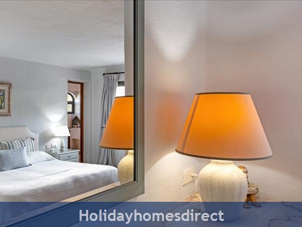 Superb 6 Bedroom Villa At Quinta Do Lago (2261): Image 6