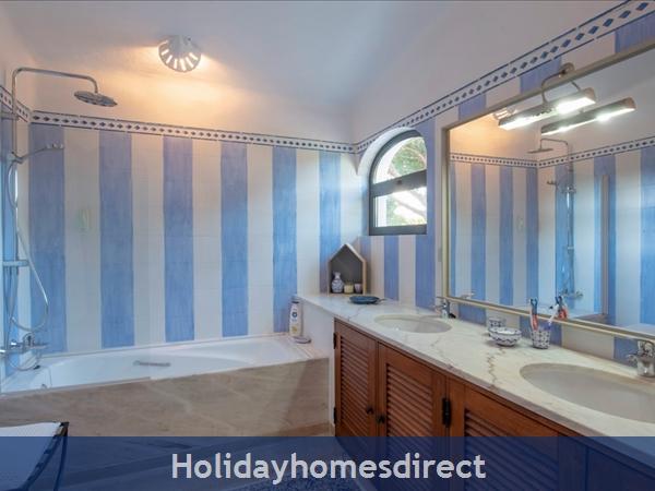 Superb 6 Bedroom Villa At Quinta Do Lago (2261): Image 5