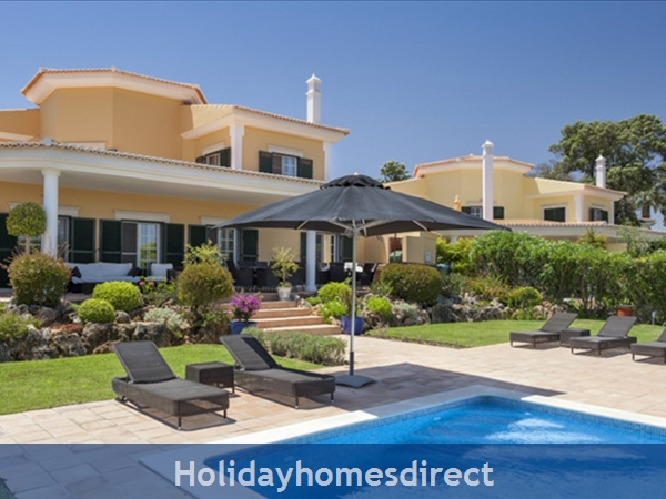 Luxurious 5 bedroom villa in Monte Da Quinta (2415)