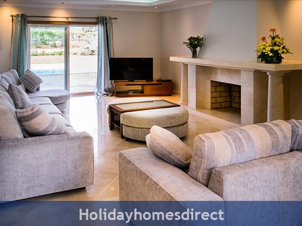 Luxurious 5 Bedroom Villa Close To Vale Do Lobo (2400): Image 9