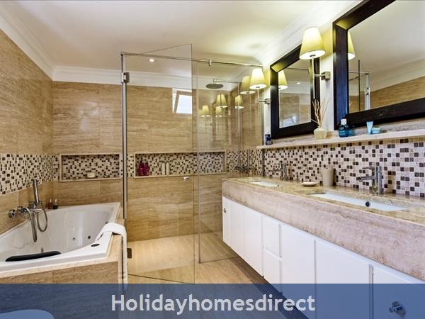 Four Bedroom Vale Do Lobo Villa (3130): Image 5