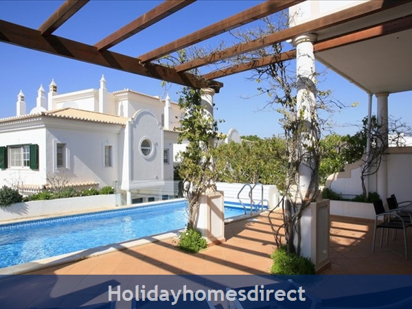 3 Bedroom Town House With Large Pool (2408): Image 5