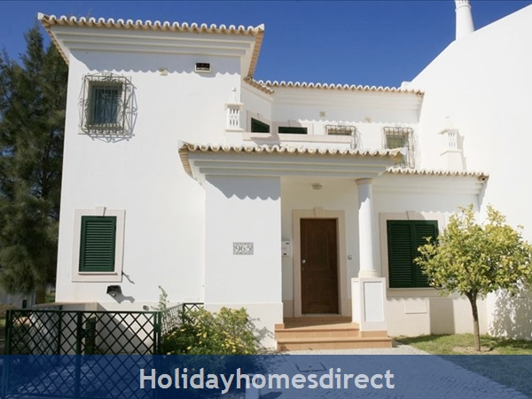 3 Bedroom Town House With Large Pool (2408): Image 2