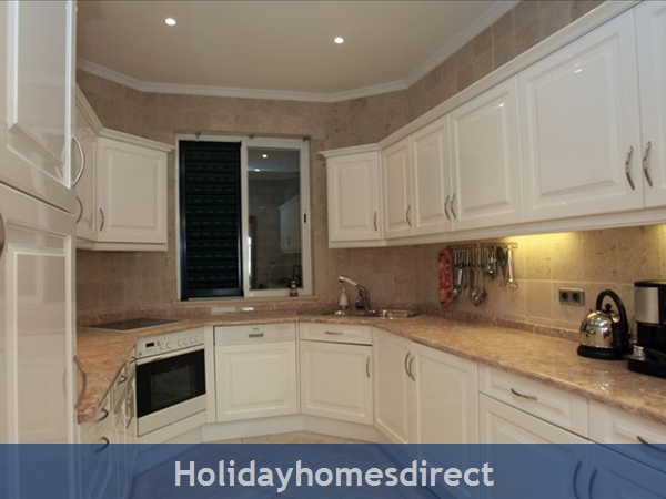 3 Bedroom Town House With Large Pool (2408): Image 7