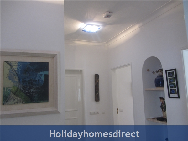 Luxury 2 Bedroom Apartment In The 5* Alto Golf And Country Club, Alvor, Portugal: Entrance hall