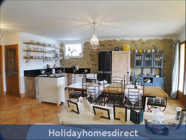 Chez Annabelle: Kitchen area