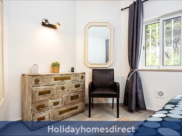 Vale Do Lobo Luxury Villa: Heated Pool W/ Safety Fence, Near Beach, Golf, Tennis: Second bedroom detail