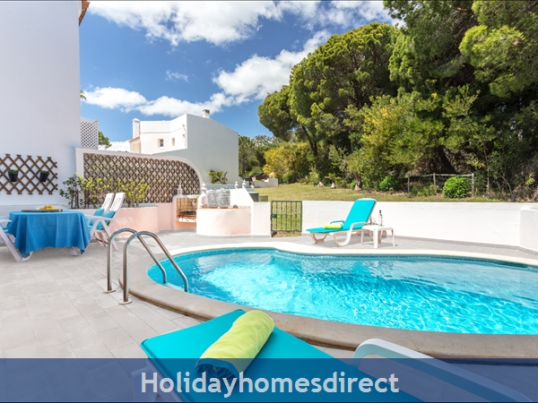 Vale Do Lobo Luxury Villa: Heated Pool W/ Safety Fence, Near Beach, Golf, Tennis: Private heatable pool with nature views