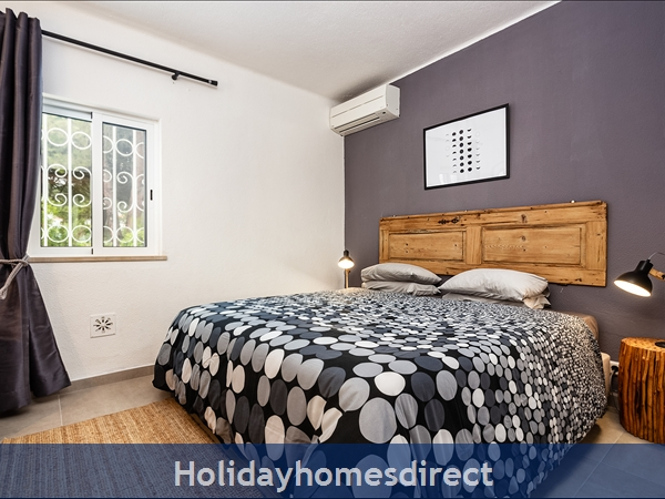 Vale Do Lobo Luxury Villa: Heated Pool W/ Safety Fence, Near Beach, Golf, Tennis: Second bedroom with large king size bed