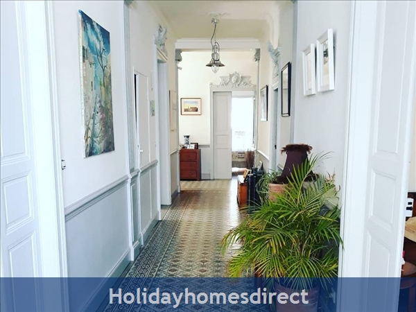 Maison Ellis: Hallway