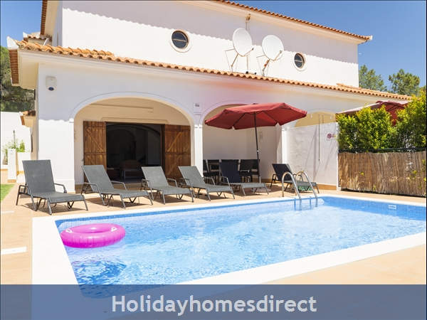 Villa Flamingo: Private pool, free WiFi, SKY TV & A/C in tranquil location of Vale do Lobo, in a walking distance to Tennis, Golf, Praça & Beach