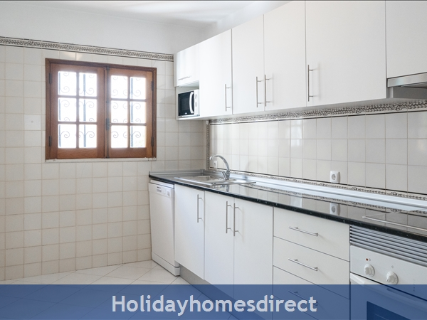 Villa Flamingo: Private Pool, Free Wifi, Sky Tv & A/c In Tranquil Location Of Vale Do Lobo, In A Walking Distance To Tennis, Golf, Praça & Beach: Fully equipped Kitchen