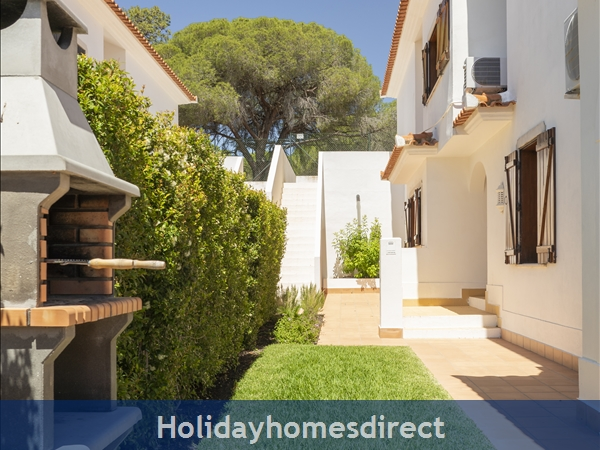 Villa Flamingo: Private Pool, Free Wifi, Sky Tv & A/c In Tranquil Location Of Vale Do Lobo, In A Walking Distance To Tennis, Golf, Praça & Beach: Private area with Garden
