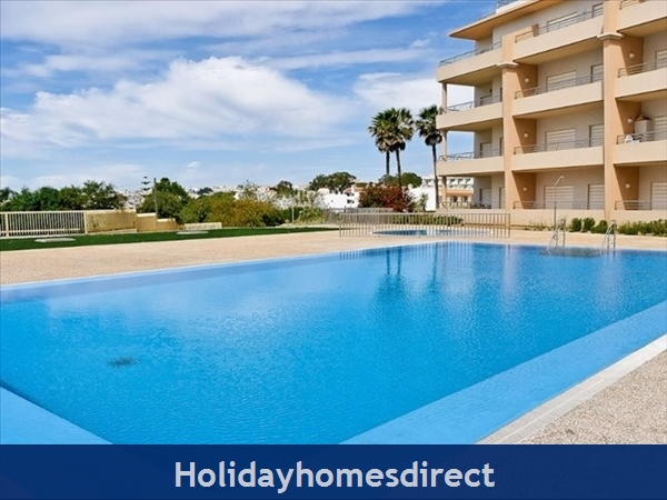 Luxury Barracuda Beach Front Apartment, Albufeira With Stunning Ocean & Beach Views....free Wi-fi,: Image 9