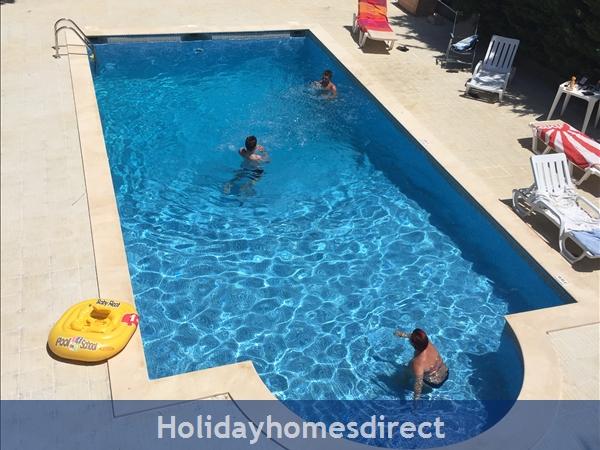Villa Vaniana, Olhos De Agua: Fun in the pool 10mx5m Shallowend 1m deepend 2.4m