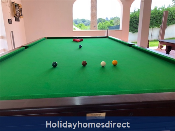 Villa Vaniana, Olhos De Agua: Full size 12ft x 6ft Quality English Snooker table