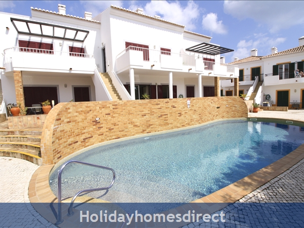 Casa Maeve,  Burgau.: Apt is located close to the lovely shared pool