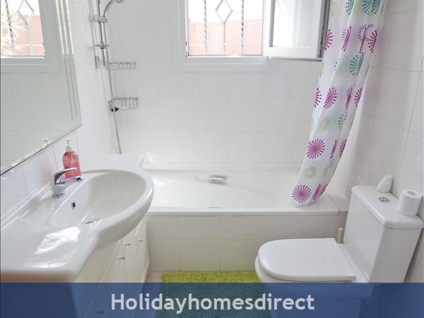Casa Caballo: bathroom