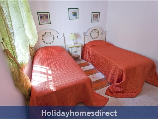 Casa Caballo: twin bedroom