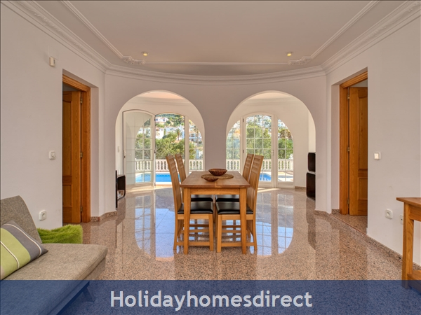 Holiday House Chill Out: Image 7