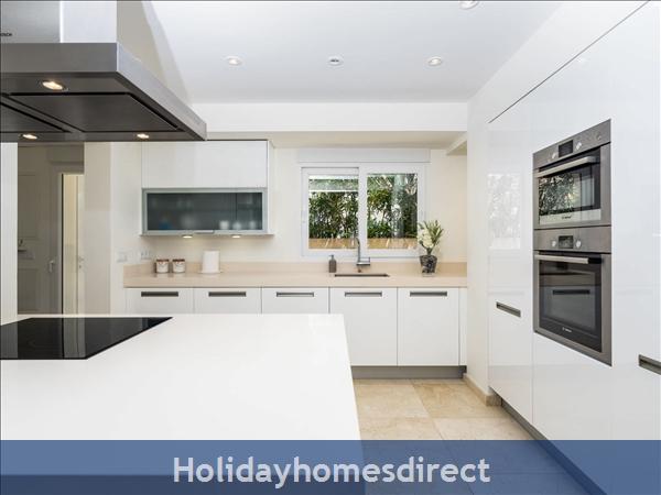 Holiday House Villa El Portet: Image 3