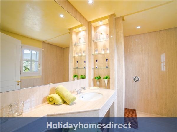 Holiday House Oasis Muntaner: Image 2